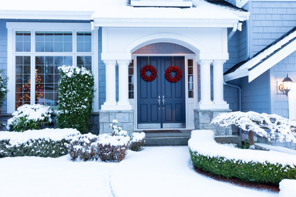 Holiday-wreath-front-door-home