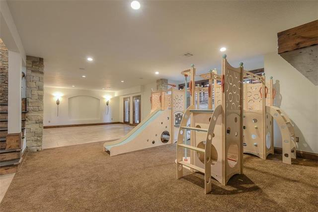 basement-kids-area