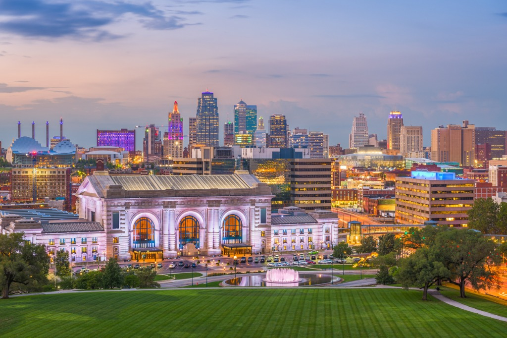 kansas-city-union-station-and-skyline
